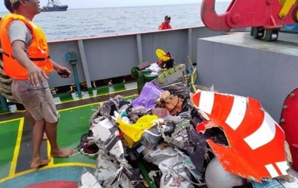 Авіакатастрофа в Індонезії: рятувальники знайшли перші тіла