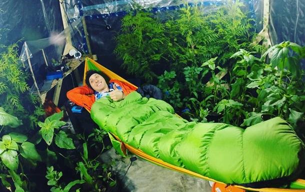 Блогер провів 15 годин  без повітря  і вижив