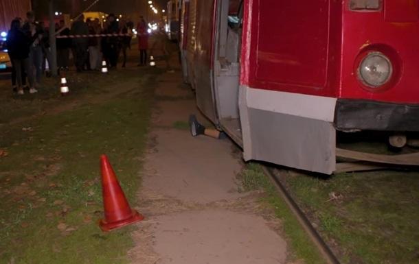 В Днепре трамвай переехал женщину и зацепил ребенка