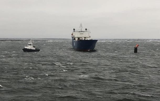 Пассажирский паром потерял управление уберегов Швеции