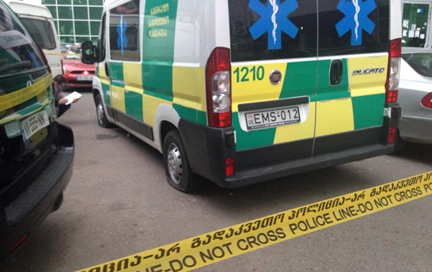 У Тбілісі чоловік вижив після падіння з 14 поверху