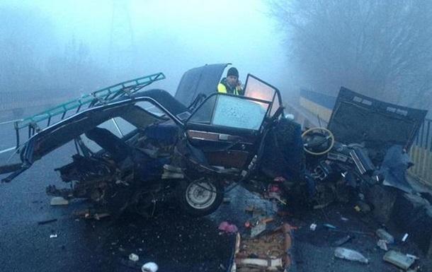 У ДТП під Тернополем автомобіль розірвало навпіл
