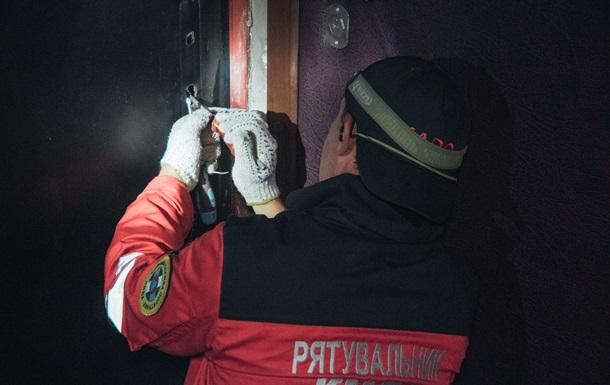 У Києві виявили труп жінки, який пролежав у туалеті два тижні