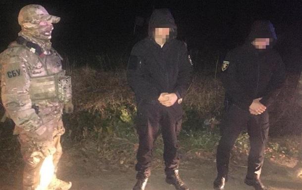 Затримані поліцейські намагалися сховатися від СБУ на службовому авто