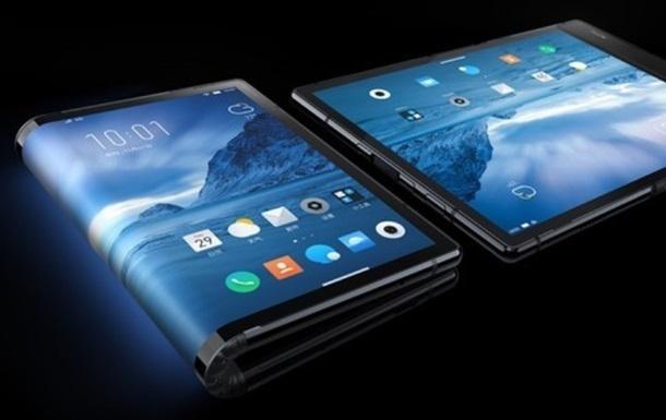Первый в мире гибкий смартфон: фото