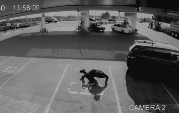 У Мережі з явилося відео з пограбуванням репера