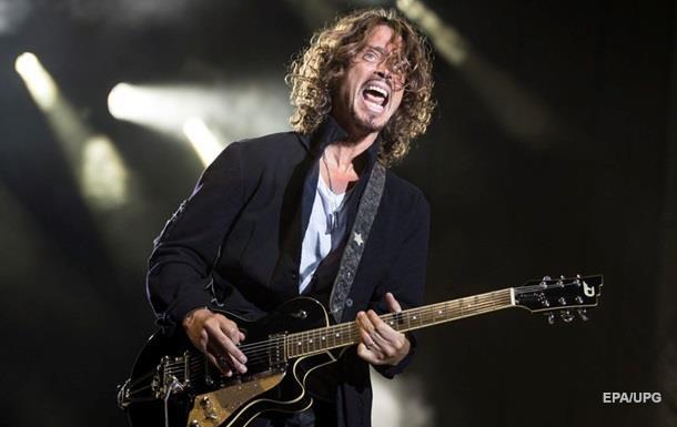 Вдова фронтмена Soundgarden обвинила в его суициде врача