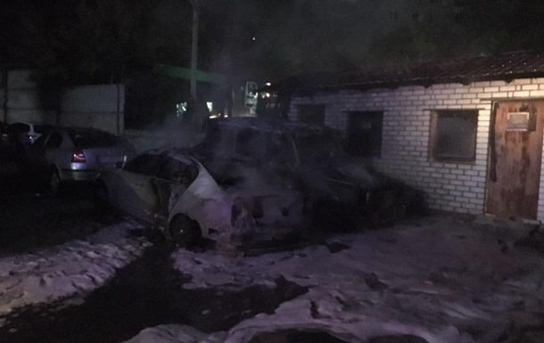 В Запорожье на стоянке сгорели четыре автомобиля