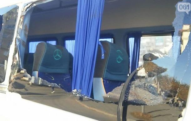 В Запорожье слетевшая штанга троллейбуса ранила ребенка в маршрутке