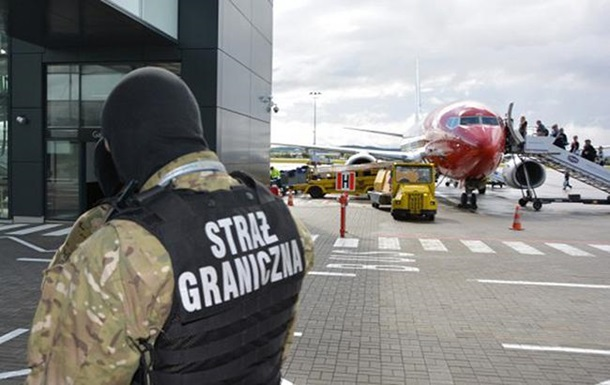 У Польщі обшукали понад 20 літаків через повідомлення про мінування