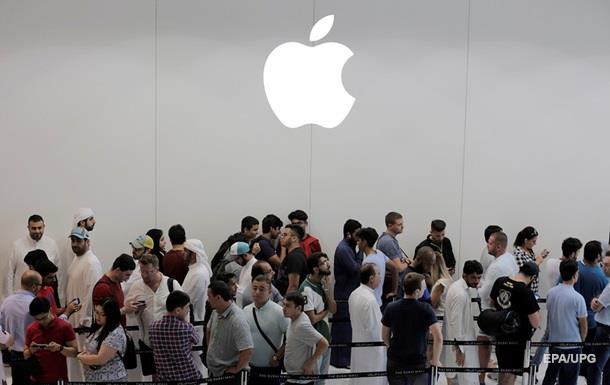 Акції Apple впали