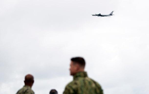 З явилися фото низького прольоту Ту-142 над флагманом флоту США