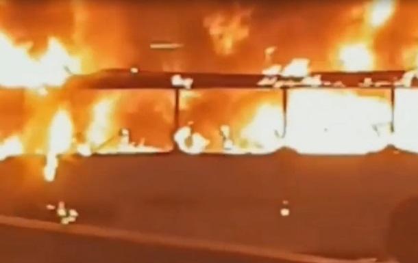 В Австралії загорівся весільний автобус
