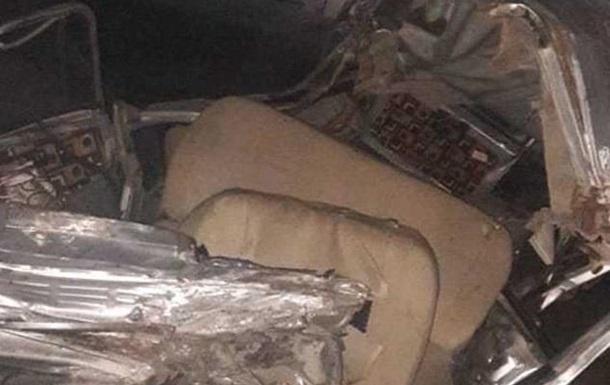 В Індії вантажівка врізалася в автомобіль: 12 жертв