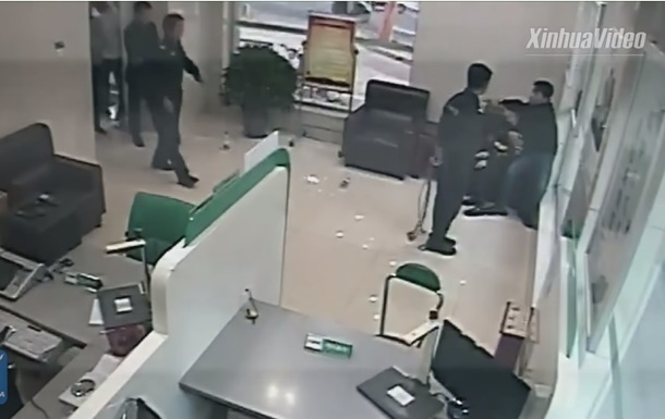 Спасение заложницы полицейским: видео