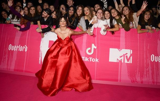 Певица Камила Кабельо получила три награды MTV