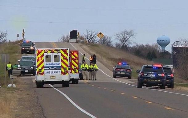 В США грузовик въехал в группу детей, есть жертвы