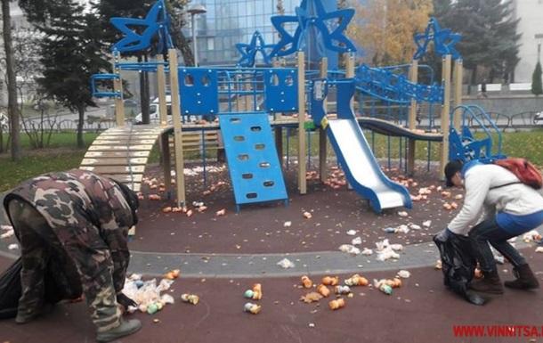 В Виннице на детской площадке обнаружили тысячи игрушек