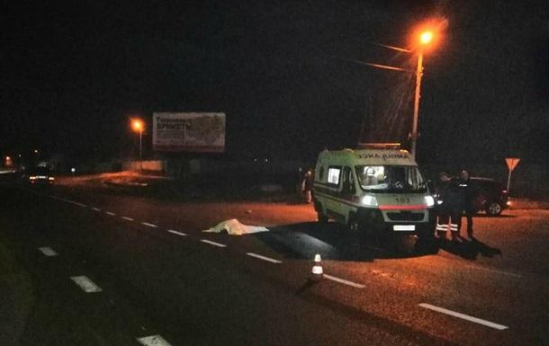 В Харьковской области Lexus сбил двух пешеходов