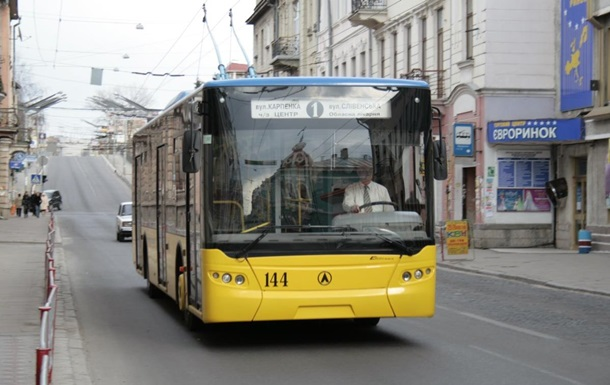 В Тернополе водители маршруток отказались работать из-за снижения тарифов