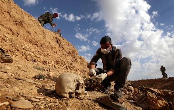 В Іраку знайшли  більше 200 поховань жертв ІДІЛ