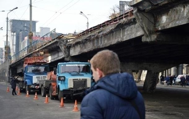 In Kiev, he shifted the demolition of the Shuliavsky bridge in December - the media