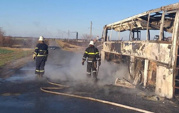 В Днепропетровской области на трассе сгорел автобус