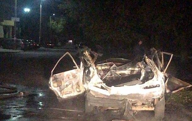 В Бердянске ночью взорвался автомобиль