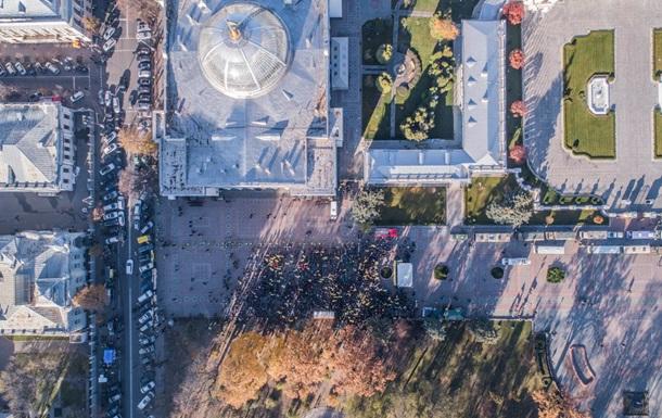 Мітинги в Києві показали з висоти пташиного польоту
