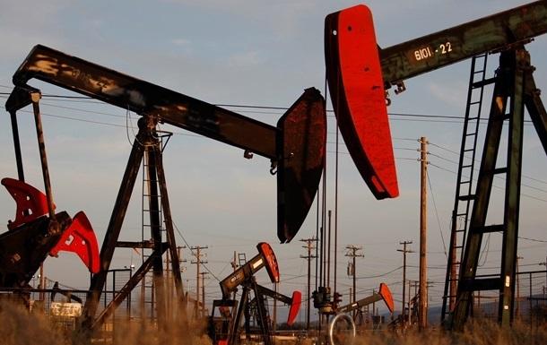 Нефть начала дорожать после затяжного падения