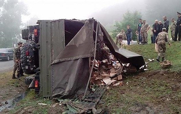 У Вірменії перекинулася вантажівка з військовими, є жертви