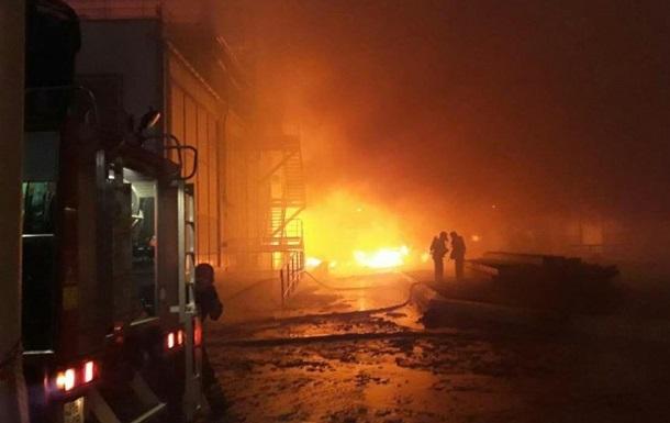 Встановлено причину пожежі на заводі під Одесою