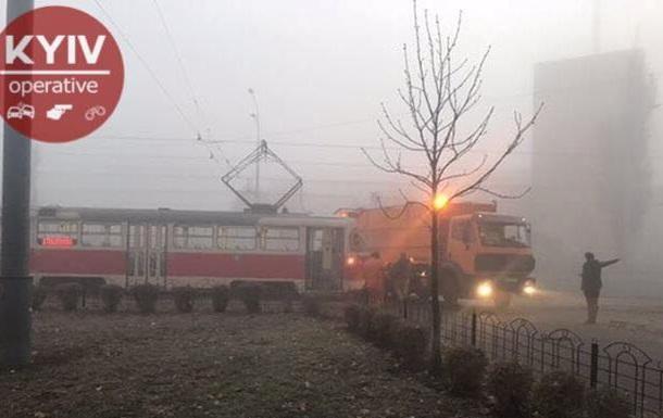 У Києві зіткнулися трамвай і сміттєвоз