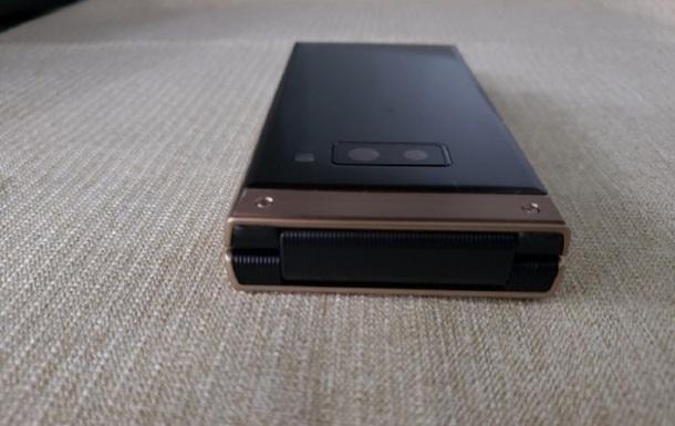 Появилось видео с топовой  раскладушкой  Samsung