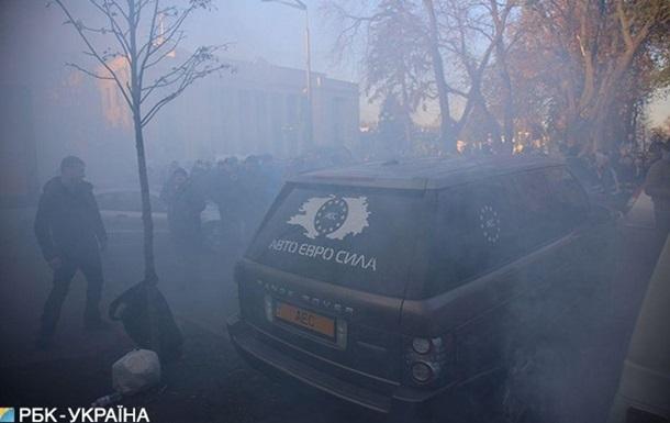 Під Радою мітингувальники закидали яйцями нардепа - ЗМІ