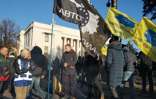 Євробляхери  продовжують блокувати центр Києва