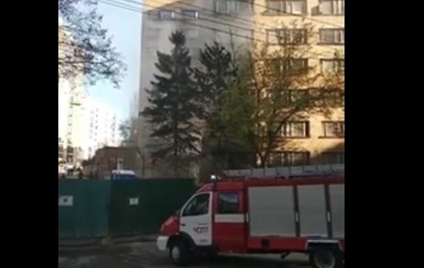 В Киеве загорелось общежитие
