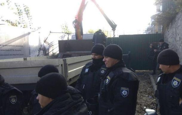 На Андреевском спуске в Киеве прогремели три взрыва