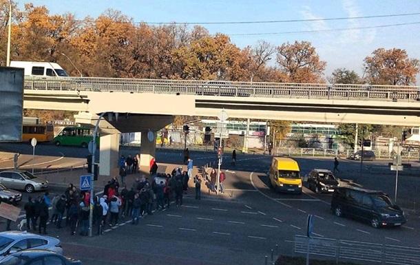 У Києві протестувальники перекрили проспект Перемоги