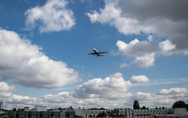 У Гаяні літак викотився за межі злітної смуги