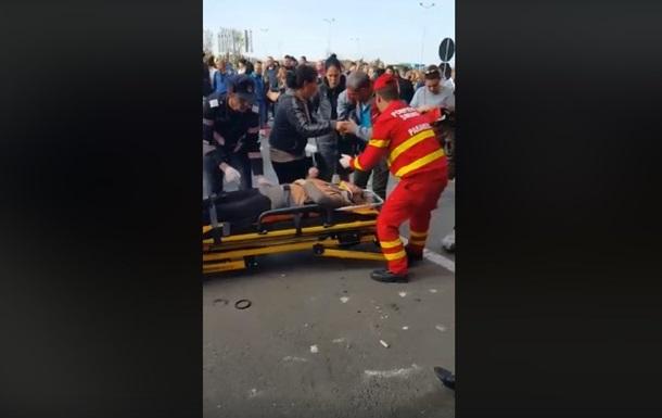 У Румунії авто влетіло в людей у торговому центрі