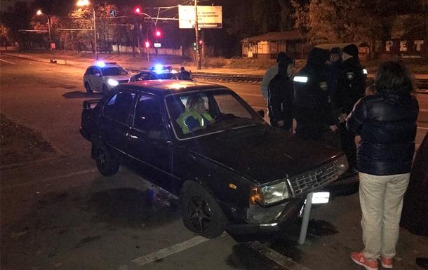 В Киеве пьяная водитель устроила ДТП и пыталась драться с полицией
