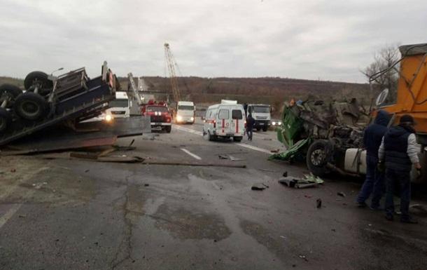 У Запорізькій області зіткнулися дві вантажівки
