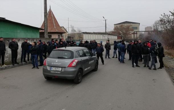 В Івано-Франківську  євробляхери  підпалили шини біля митниці