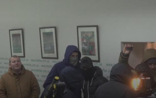 В Киеве неизвестные в масках ворвались в информагентство