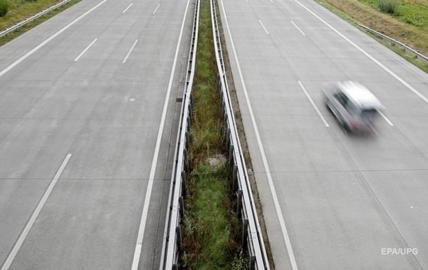 На дорогах Украины зафиксировали более 8000 превышений скорости
