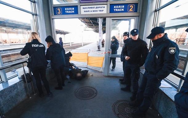 На Дарницькому вокзалі в Києві помер чоловік