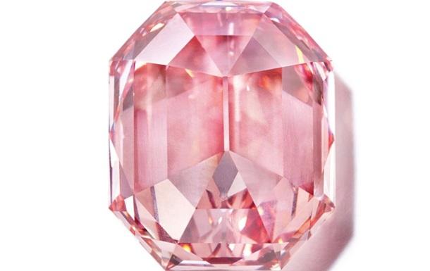 Рідкісний рожевий діамант продали на аукціоні за $50 мільйонів