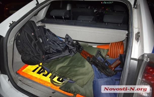 У Миколаєві поліція затримала озброєних відвідувачів пивної