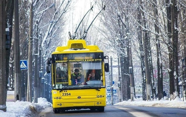 Перший сніг у Києві: транспорт працює з відхиленням від графіка